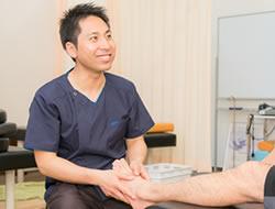 足の痛みへの施術